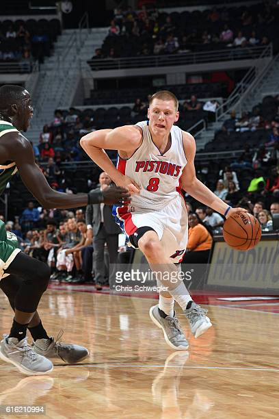 Henry Ellenson of the Detroit Pistons drives to the basket against the Milwaukee Bucks on October 17 2016 at The Palace of Auburn Hills in Auburn...