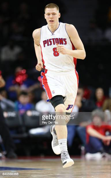 Henry Ellenson of the Detroit Pistons in game action against the Atlanta Hawks at the Palace of Auburn Hills on January 18 2017 in Auburn Hills...