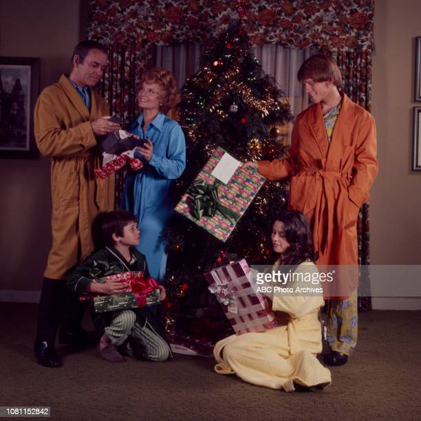Henry Fonda Janet Blair Ron Howard MichaelJames Wixted Darleen Carr promotional photo for the Walt Disney Television via Getty Images series 'The...