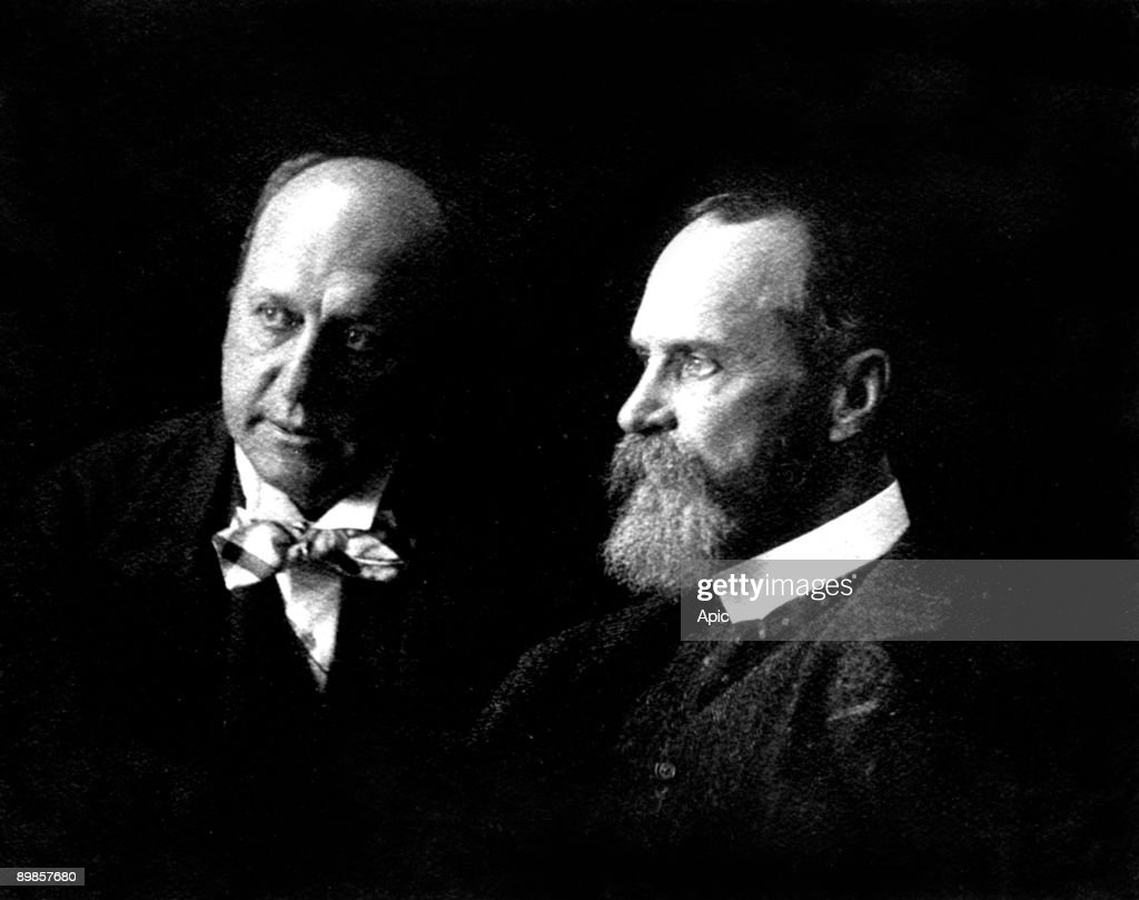 Henry James (1843-1916) american naturalised english novelist and his brother William James (1842-1910) american philosopher, picture by Marie Leon, 1908 : News Photo