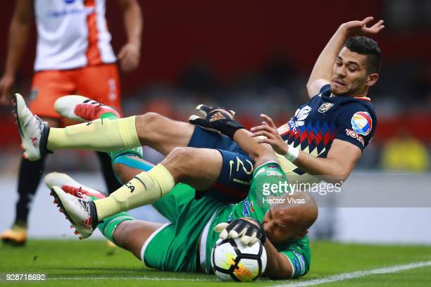 Henry Martin of America struggles for the ball with Oscar McFarlane goalkeeper of Tauro FC during the match between America and Tauro FC as part of...