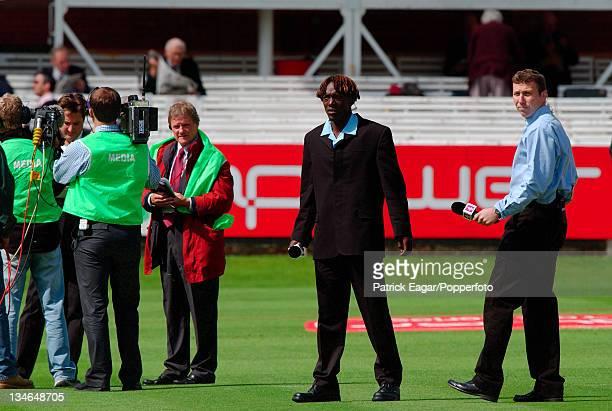 Henry Olonga and Mike Atherton wait while Mark Nicholas performs, England v Zimbabwe, 1st Test, Lord's, May 03.