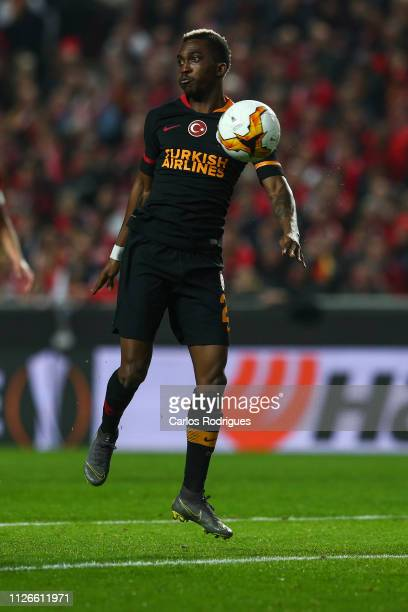 Henry Onyekuru of Galatasaray controls the ball during the UEFA Europa League Round of 32 Second Leg match between SL Benfica and Galatasaray at...