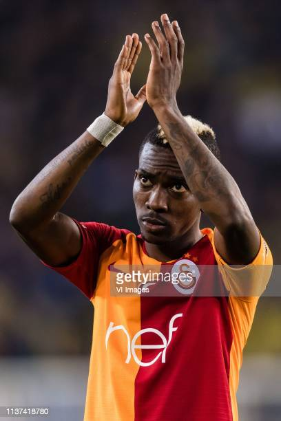 Henry Onyekuru of Galatasaray SK thank the supporters during the Turkish Spor Toto Super Lig football match between Fenerbahce AS and Galatasaray AS...