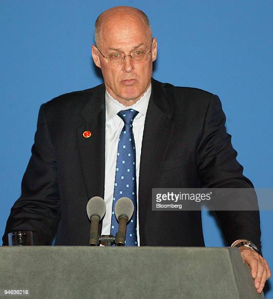 Henry Paulson US treasury secretary left and Wu Yi China's vice premier unseen take part in a joint briefing at the end of their Strategic Economic...