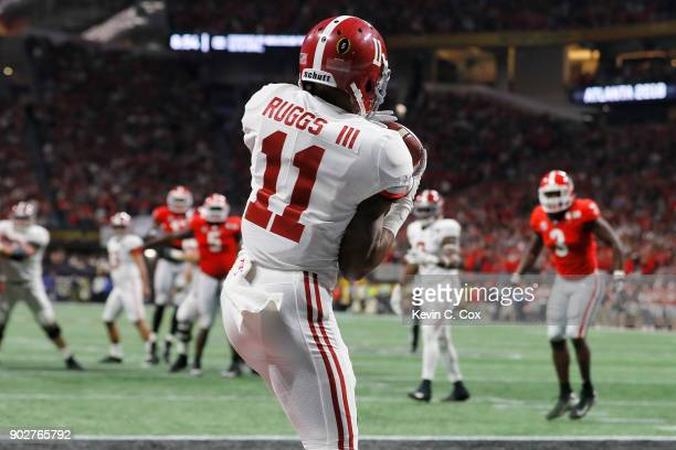 Henry Ruggs III of the Alabama Crimson Tide catches a six yard touchdown pass during the third quarter against the Georgia Bulldogs in the CFP...
