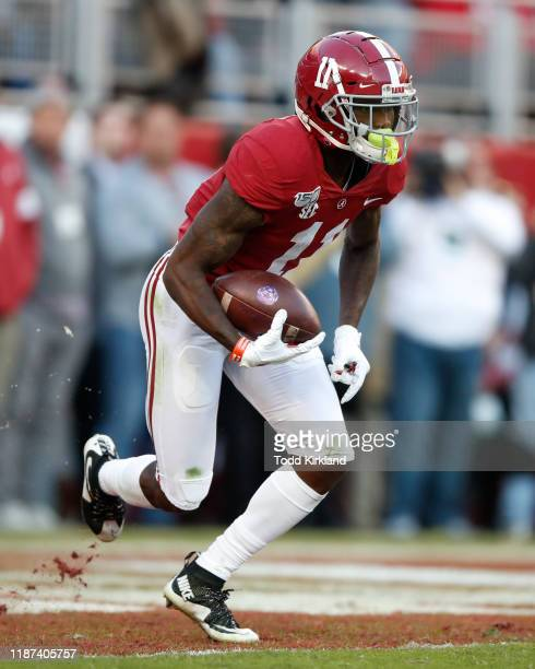 Henry Ruggs III of the Alabama Crimson Tide returns a kickoff during the first half against the LSU Tigers at Bryant-Denny Stadium on November 9,...