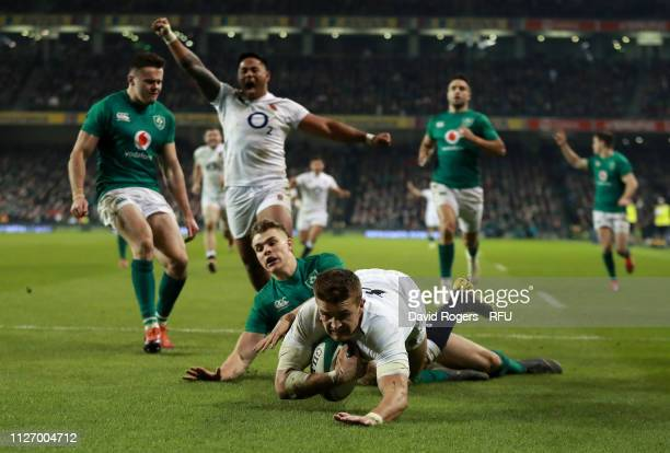 DUBLIN IRELAND FEBRUARY 02 Henry Slade of England dives over for his first try during the Guinness Six Nations match between Ireland and England at...