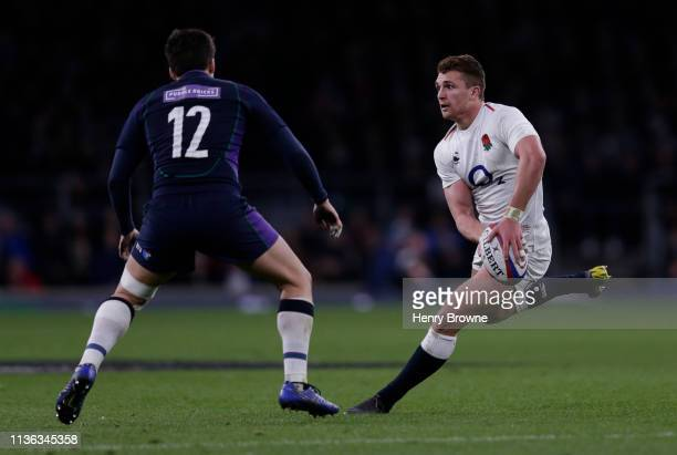 Henry Slade of England passes the ball during the Guinness Six Nations match between England and Scotland at Twickenham Stadium on March 16, 2019 in...