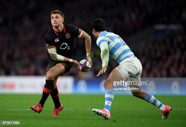 Henry Slade of England passes the ball during the Old Mutual Wealth Series match between England and Argentina at Twickenham Stadium on November 11...