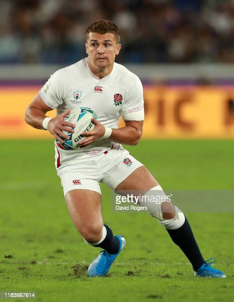 Henry Slade of England runs with the ball during the Rugby World Cup 2019 SemiFinal match between England and New Zealand at International Stadium...