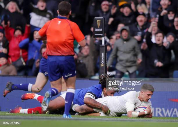 Henry Slade of England touches down for the fifth try during the Guinness Six Nations match between England and France at Twickenham Stadium on...