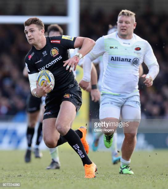 Henry Slade of Exeter breaks with the ball during the Aviva Premiership match between Exeter Chiefs and Saracens at Sandy Park on March 4 2018 in...