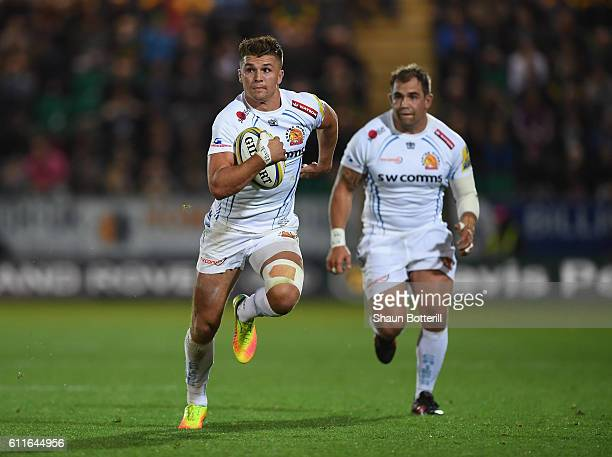 Henry Slade of Exeter Chiefs breaks forward with the ball during the Aviva Premiership match between Northampton Saints and Exeter Chiefs at...