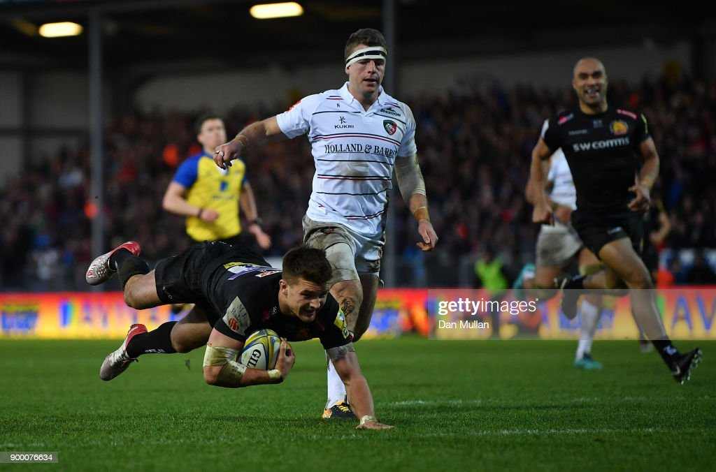 Henry Slade of Exeter Chiefs dives over to score his side's second try during the Aviva Premiership match between Exeter Chiefs and Leicester Tigers at Sandy Park on December 31, 2017 in Exeter, England.