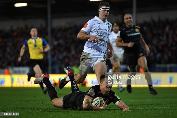 Henry Slade of Exeter Chiefs dives over to score his side's second try during the Aviva Premiership match between Exeter Chiefs and Leicester Tigers...