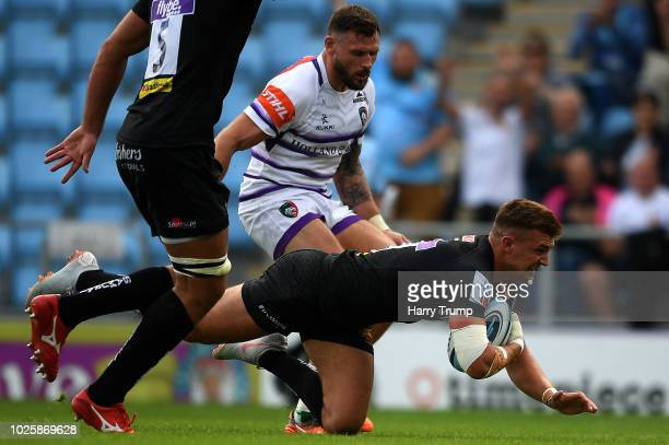 Henry Slade of Exeter Chiefs goes over for a try during the Gallagher Premiership Rugby match between Exeter Chiefs and Leicester Tigers at Sandy...