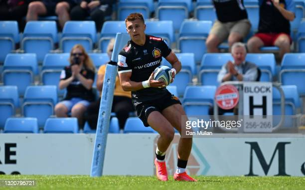 Henry Slade of Exeter Chiefs runs in to score his side's fourth try during the Gallagher Premiership Rugby match between Exeter Chiefs and Newcastle...