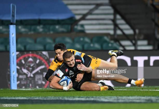 Henry Slade of Exeter Chiefs scores his team's first try during the Gallagher Premiership Rugby final match between Exeter Chiefs and Wasps at...