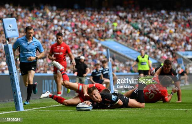 Henry Slade of Exeter Chiefs touches down for his team's fourth try during the Gallagher Premiership Rugby Final between Exeter Chiefs and Saracens...