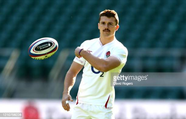 Henry Slade passes the ball during the England captain's run at Twickenham Stadium on March 06, 2020 in London, England.