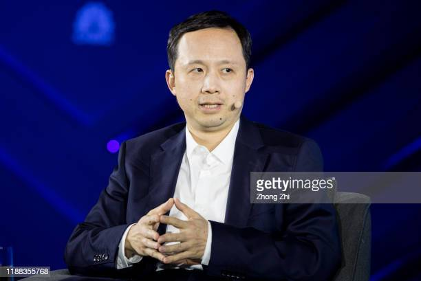 Henry Tang, Chief 5G Scientist of OPPO speaks with Sihan Bo Chen, Head of Greater China of GSMA, Hugh Chow, CEO of Astri, Rebecca A.Fannin, Founder...