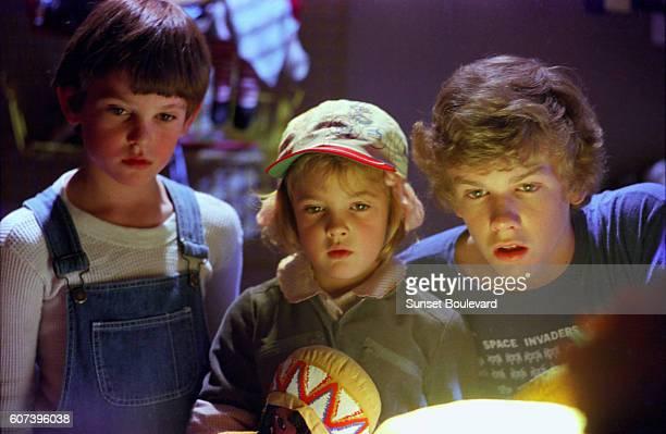 Henry Thomas Drew Barrymore and Robert Macnaughton on the set of ET