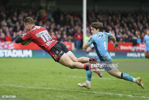 Henry Trinder of Goucester scores a try during the AngloWelsh Cup match between Gloucester Rugby and London Irish at Kingsholm Stadium on November 11...