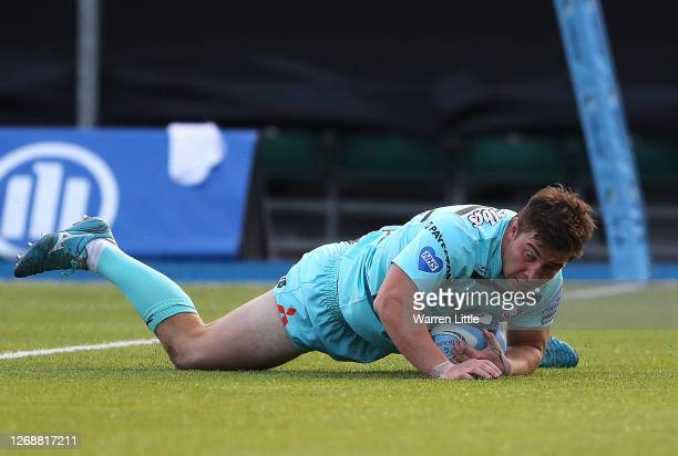 Henry Walker of Gloucester scores a try during the Gallagher Premiership Rugby match between Saracens and Gloucester Rugby at on August 26, 2020 in...