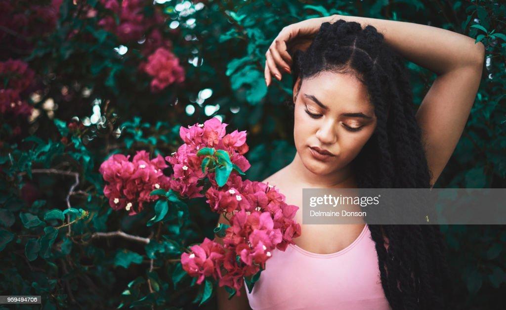 Ihre Schönheit hält keine Grenzen auch in der Natur : Stock-Foto