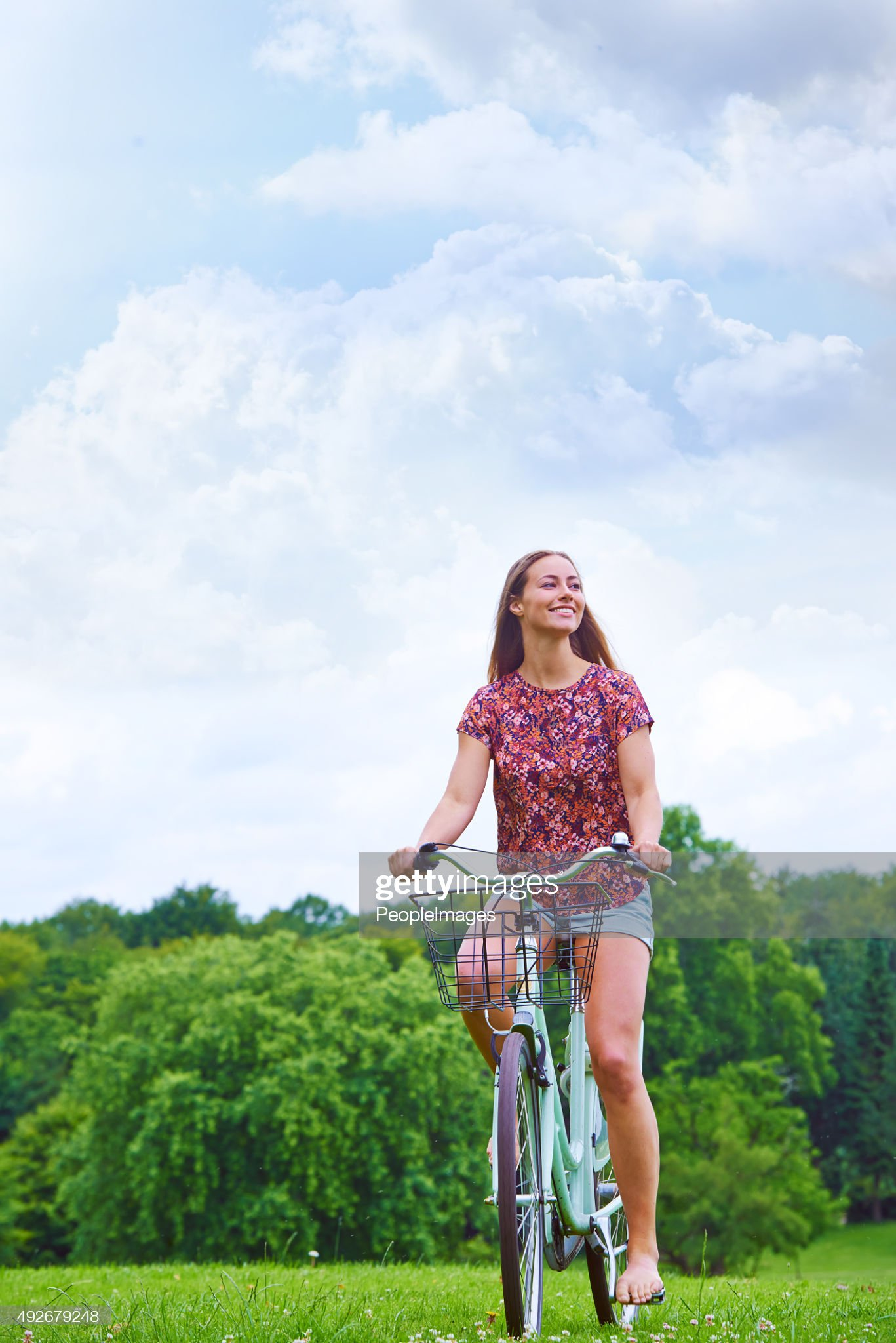 https://media.gettyimages.com/photos/her-bike-is-pedaled-by-the-desire-for-adventure-picture-id492679248?s=2048x2048