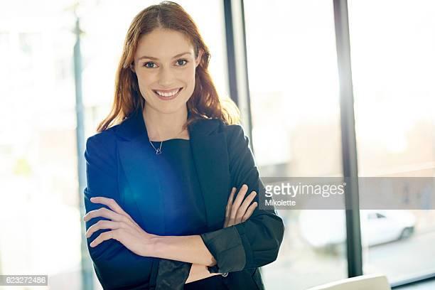 her business acumen is reason enough to be confident - negócios finanças e indústria - fotografias e filmes do acervo