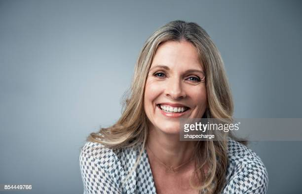 her confidence just shines - pretty older women stock pictures, royalty-free photos & images