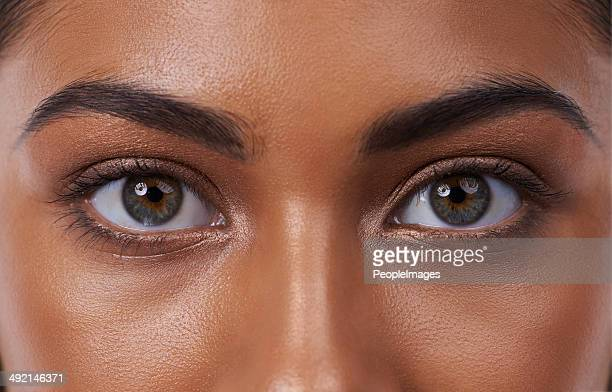 her eyes reveal inner beauty - green eyes stock pictures, royalty-free photos & images