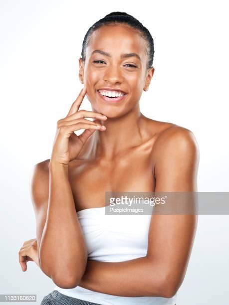 su buen humor siempre muestra - chica adulta negra espalda desnuda fotografías e imágenes de stock
