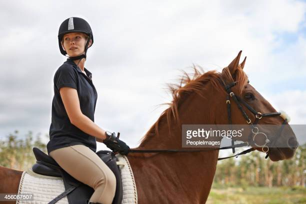 her heart lies in horse riding - jockey stockfoto's en -beelden