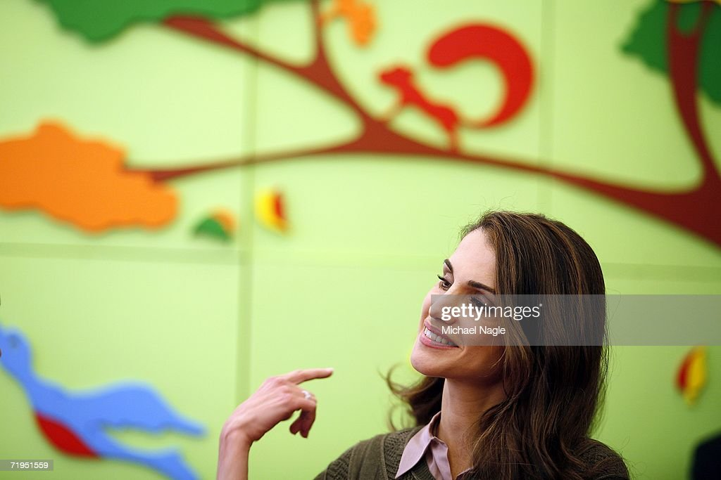 Her Majesty Queen Rania Al-Abdullah of Jordan tours the Association to Benefit Children's new Echo Park children and family facility in Harlem September 20, 2006 in New York City. Queen Rania and Children's Defense Fund President Marion Wright Edelman set in motion the Global Women's Action Network for Children last June in Jordan.