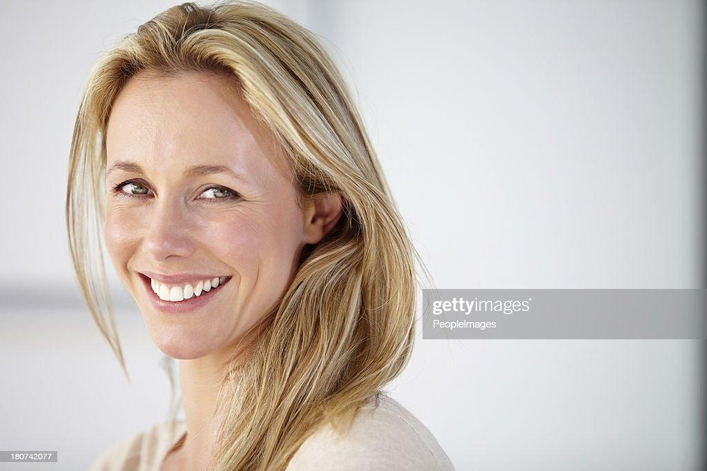 Ihr Lächeln könnte verleihen jedem Zimmer! : Stock-Foto
