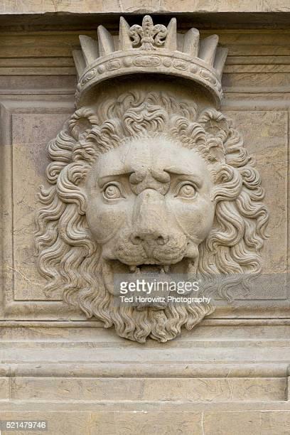 heraldic lion with crown, florence, italy - coroa enfeite para cabeça - fotografias e filmes do acervo