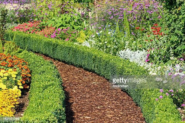 Kräuter und Blumen Garten