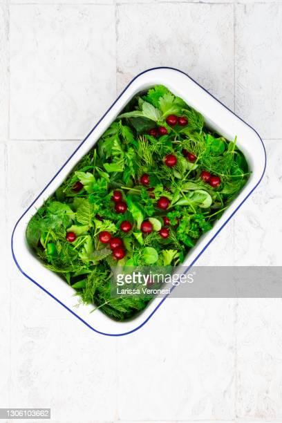 herb salad with red currants - larissa veronesi stock-fotos und bilder
