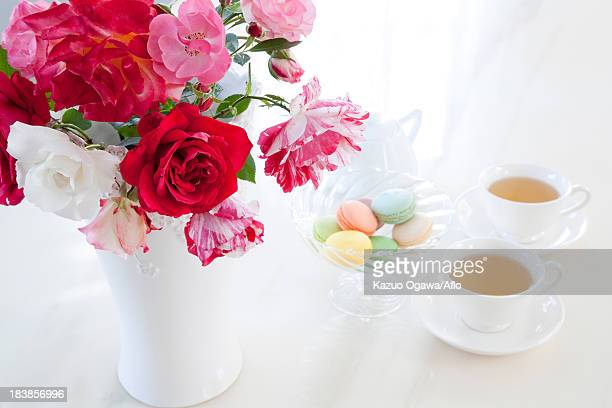 Herbal tea macaroons and roses