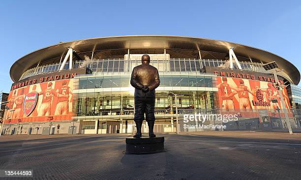 Herbert Chapman statue at Emirates Stadium before the Barclays Premier League match between Arsenal and Everton on December 10 2011 in London England