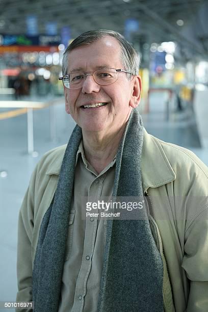 Herbert Feuerstein Dreharbeiten zum RTLFilm Crazy Race 4 Flughafen Köln Deutschland Halle Terminal Gebäude Schauspieler Komödiant Promi FTP MZ...