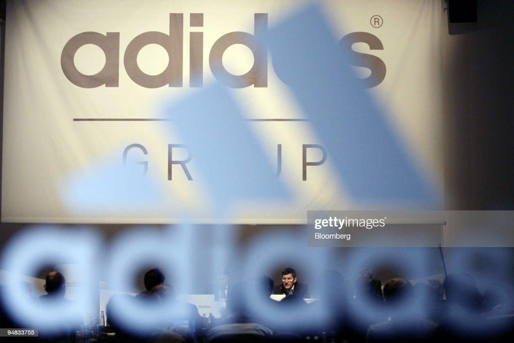 Herbert Hainer, bottom center, Adidas-Salomon AG chief execu : News Photo