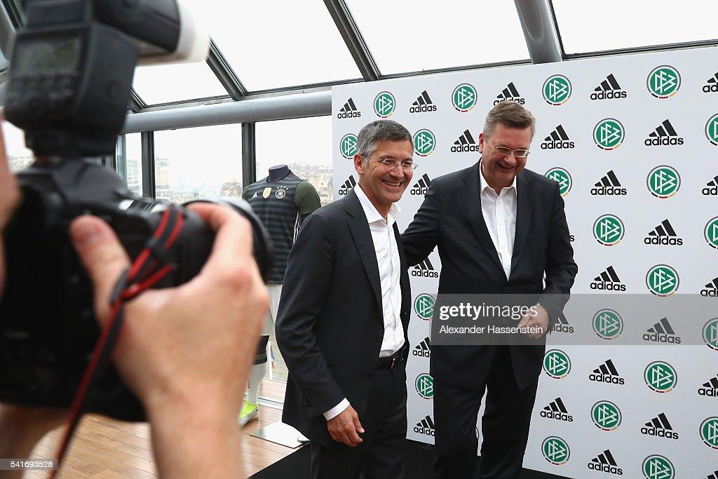 DFB And Adidas Press Conference : Fotografía de noticias