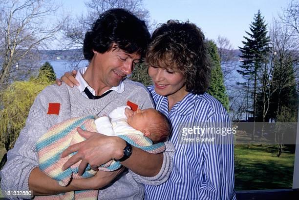 Herbert Herrmann Freundin Susanne Uhlen Sohn Christopher Homestory Kind Garten auf dem Arm im Arm Schauspieler Schauspielerin