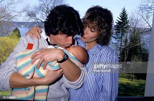 Herbert Herrmann Freundin Susanne Uhlen Sohn Christopher Homestory Kuss küssen Kind Garten auf dem Arm im Arm Schauspieler Schauspielerin