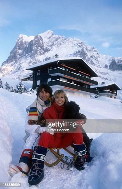Herbert Herrmann, Freundin Susanne Uhlen, Winterurlaub, Grindelwald, Schweiz, Europa, 10.1.1997, Schnee, Berge, Gebirge, Schneeanzug, Schaal,...
