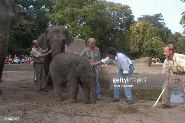Herbert Herrmann Lebengefährtin Nora von Collande Tierwärter Babyelefant Kandy Zoobesuch Hamburg Hagenbecks Tierpark Schauspieler Schauspielerin...